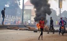 Guinée : Deux commissariats de police incendiés par des manifestants