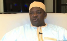 Gambie: Adama Barrow libère ses adversaires politiques