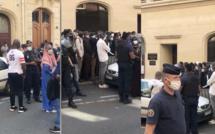 VIDEO - Une foule devant le Consulat du Sénégal à Paris, réclamant l'argent de la Covid-19. Regardez