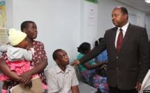 Le ministre zimbabwéen de la Santé arrêté pour détournement de fonds liés à la Covid-19
