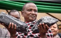 Deux cailloux de tanzanite transforment la vie d'un mineur artisanal, en millionnaire
