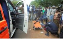 Vidéo : Violent choc entre un taxi et une moto jakarta