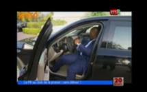 Vidéo - Il arrête la voiture du Président Macky Sall pour lui montrer son…