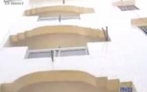 Vidéo choc : Il tombe du 3ème étage et meurt. Regardez