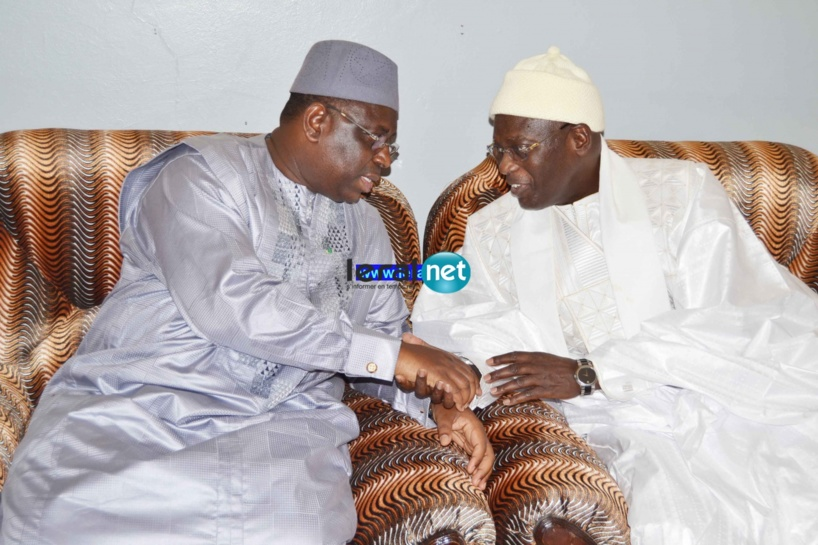 Touba: Le Président Macky Sall a bel et bien enlevé ses chaussures à la Grande mosquée